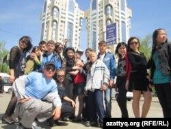 Театр моды «Авангард» приехал на конкурс «Салем, Астана!». Астана, апрель 2012 года.