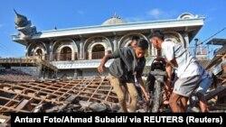 Руйнування на острові Ломбок в Індонезії після землетрусу, 6 серпня 2018 року