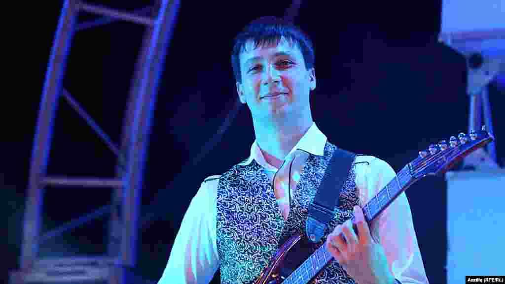 Музыкант, Эссе төркеме башкаручыларының берсе - Нияз Вәлиев