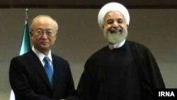 МАГАТЭ басшысы Юкия Амано Иран президенті Хассан Роуханимен кездесуде. Тегеран, 2 шілде 2015 жыл.