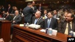 نواب من إئتلاف العراقية في جلسة لمجلس النواب، يتوسطهم رئيس المجلس اسامة النجيفي