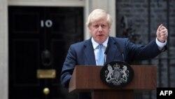 Борис Джонсон виступив перед своєю резиденцією на Даунінг-стріт, де мітингують противники Брекзиту