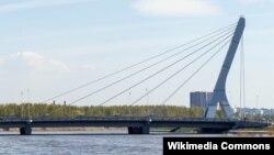 Мост через Дудергофский канал, которому власти российского города Санкт-Петербург хотят присвоить имя бывшего главы Чечни Ахмата Кадырова.