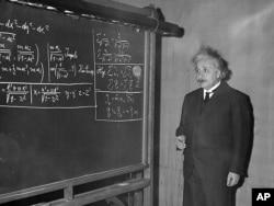 Albert Einstein na predavanju Pittsburghu, decembar 1934.