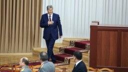 Мурдагы президент Алмазбек Атамбаевдин парламентке барган учуру.