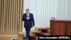 Президент Атамбаев Жогорку Кеңеште.