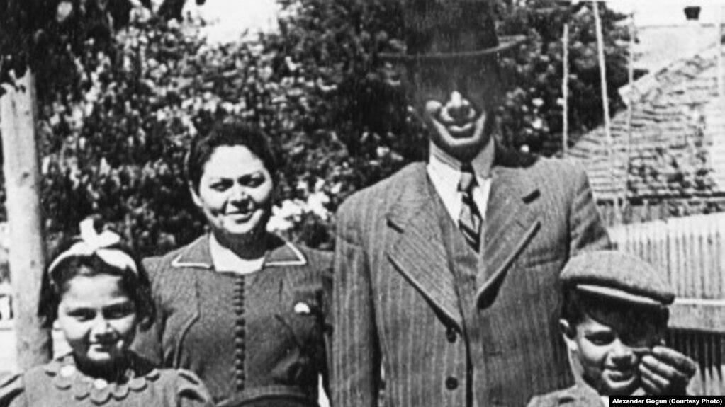 Арон Вильф с семьей накануне Второй мировой войны