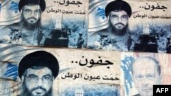 پوستر شیخ حسن نصرالله، رهبر گروه حزب الله و میشل عون، رهبر مارونی های لبنان که جناح مخالف دولت فواد سینیوره را تشکیل می دهند.(عکس: AFP)