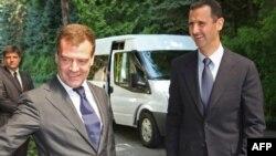 بشار اسد (راست) و دمیتری مدودف