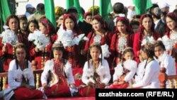 Türkmenistanly okuwçylar