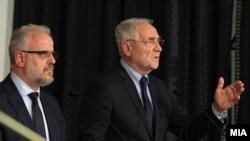 Talat Xhaferi dhe Ivo Vajgl gjatë një konference ndërkombëtare në Shkup