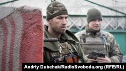 «Арей» та водій Василь. «Арей» – військовий льотчик, почав війну в 2014-му під Донецьким аеропортом на висоті «Зеніт»