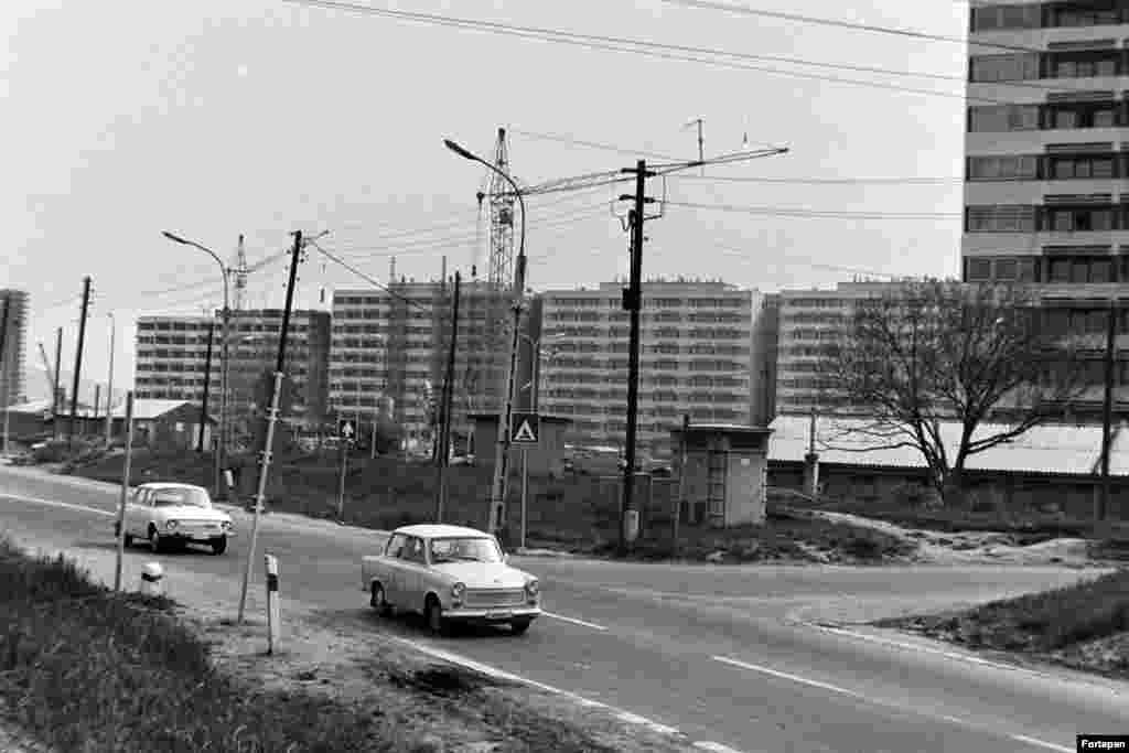 1975: A building complex next to Balaton Street. By the 1970s, many major construction projects were charmless affairs that are today considered blots on Budapest's urban landscape.