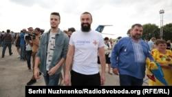 Група звільнених українців і родичів на летовищі «Бориспіль», 7 вересня 2019 року