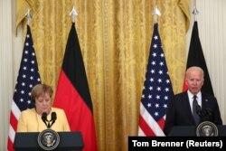 Президент США Джозеф Байден і канцлер Німеччини Анґела Меркель на спільній пресконференції у Вашингтоні, 15 липня 2021 року