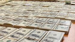 Gara bazarda dollaryň alyş-çalyş bahasy 33 manatdan geçdi