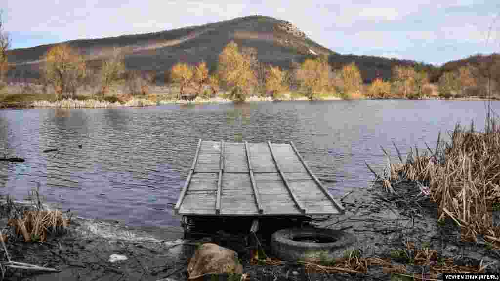 Невеликий ставок на в'їзді в село з боку траси Севастополь – Ялта, сюди часто приїжджають на відпочинок севастопольці