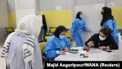 یک مرکز واکسیناسیون در تهران