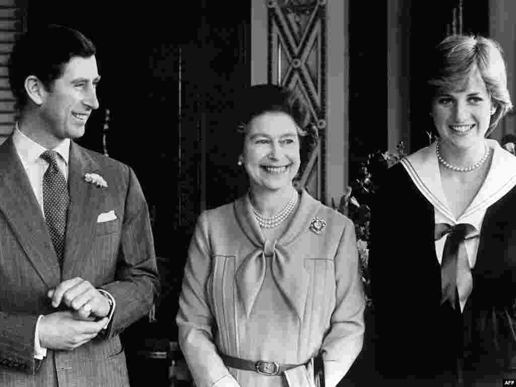 Королева со старшим сыном принцем Чарльзом и его невестой Дианой в Букингемском дворце. 27 марта 1981 года.