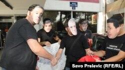 Podgorica: Perfomans ispred Poreske uprave