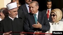 Husein Kavazovic (solda), Türkiyə Prezidenti Recep Tayip Erdogan və həyat yoldaşı Emine, arxiv fotosu