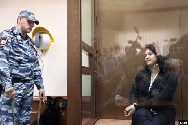 Елена Мисюрина в зале суда