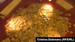 Cele patru lingouri și colecția de monede cântăresc 53 de kilograme și valorează 2 milioane de euro