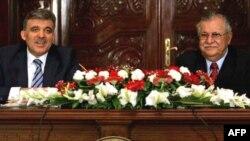 Түркиянын президенти Абдулла Гүл жана Ирактын лидери Жалал Талабани