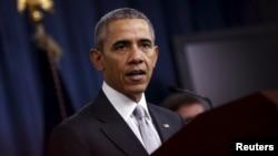 АҚШ президенти Барак Обама Пентагондаги мажлисдан кейинги чиқишида, Вашингтон, 2015 йил 14 декабри.