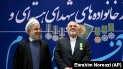 Хасан Роухани (слева) и Мохаммад Джавад Зариф.