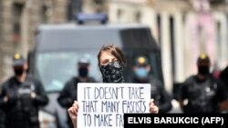 Sa protesta dok je trajala misa u Katedrali u Sarajevu, 1. maj 2020