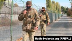 Українські прикордонники на вулиці Дружби народів
