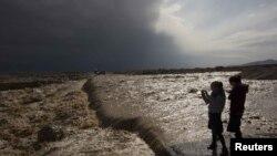 Мертвое море во время новоднения возле израильского поселения Эйн Геди в январе 2013 года.