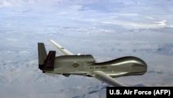 Drona americană de supraveghere și recunoaștere RQ-4 Global Hawk