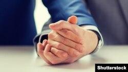 Căsătoriile dintre homosexuali nu sunt binecuvântate, oficial, de Biserica Catolică