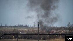 Біля донецького аеропорту поновилися бойові дії, незважаючи на режим перемир'я, фото 13 квітня 2015 року