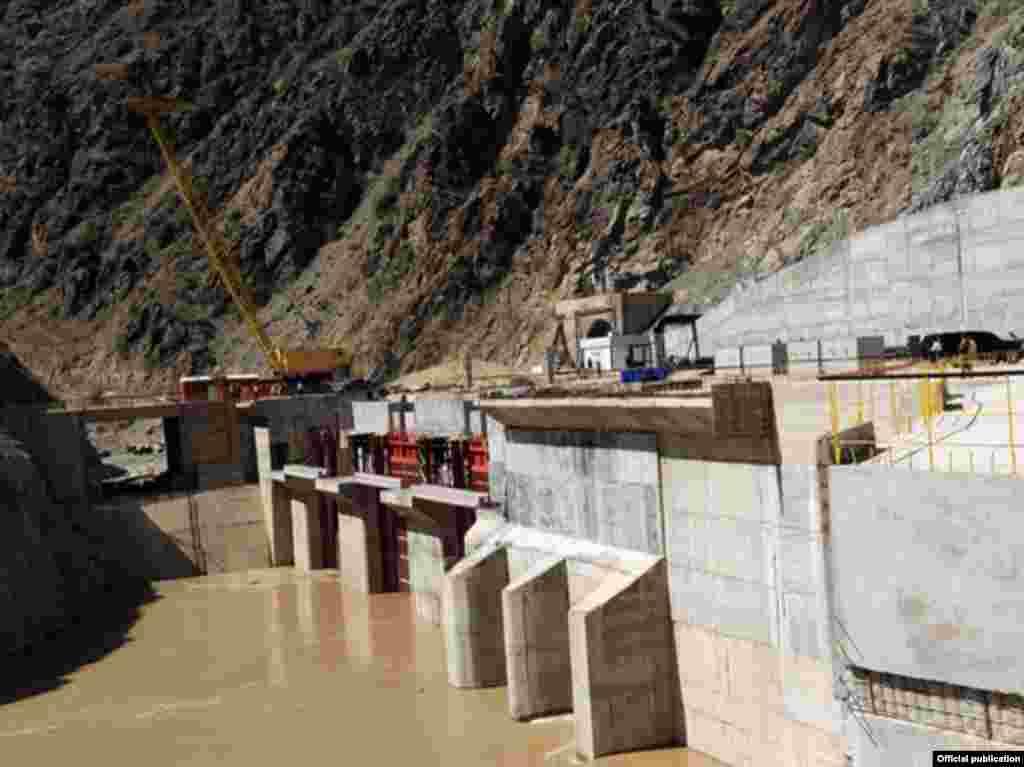 Россия хочет 75% акций будущих ГЭС в Кыргызстане, если будет участвовать в их строительстве.
