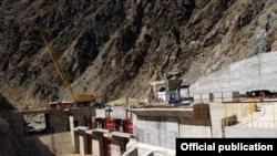 Тоқтағұл қаласына жақын Қамбар ата-2 су электр станциясы. Қырғызстан. 30 тамыз 2010 жыл.