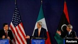 Ливиянын улуттук жарашуу өкмөтүндө премьер-министрдин милдети жүктөлгөн Фаиз Саррадж, АКШнын мамлекеттик катчысы Жон Керри, Италиянын тышкы иштер министри Паоло Жентилиони Венадагы жыйындан кийин. 16-май, 2016-жыл.