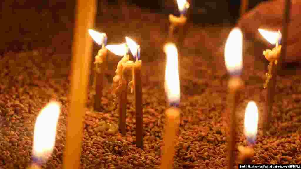 Свічки у зерні. В пам'ять про тих, хто помирав без їжі на найродючіших у світі чорноземах. Вшанування 86-х роковин Голодомору