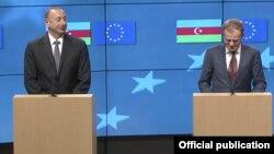 Президент Азербайджана Ильхам Алиев (слева) и президент Европейского совета Дональд Туск. Брюссель, 6 февраля 2017 года.