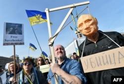 Мітинг на підтримку Надії Савченко у центрі Києва. 6 березня 2016 року