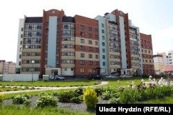 Будынак ў новым жылым раёне Астраўца