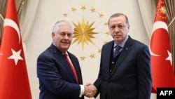 Recep Tayyip Erdogan și Rex Tillerson (dreapta)