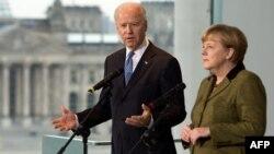 Віце-президент США Джо Байден і канцлер Німеччини Анґела Меркель