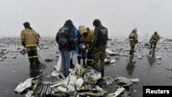 На месте крушения пассажирского самолета авиакомпании FlyDubai. Ростов-на-Дону, 20 марта 2016 года.