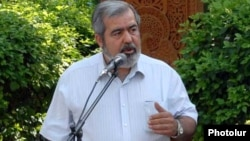 Armenia -- Hrant Markarian, a leader of the Armenian Revolutionary Federation party, addresses supporters.
