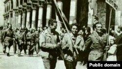 Партизанский парад в Милане после освобождения города от фашистов, 1945 г.