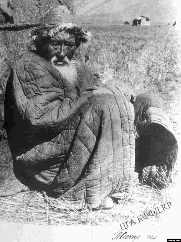 Кыргыз-бедняк у юрты