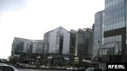 Здание нового бизнес-центра в Алматы.